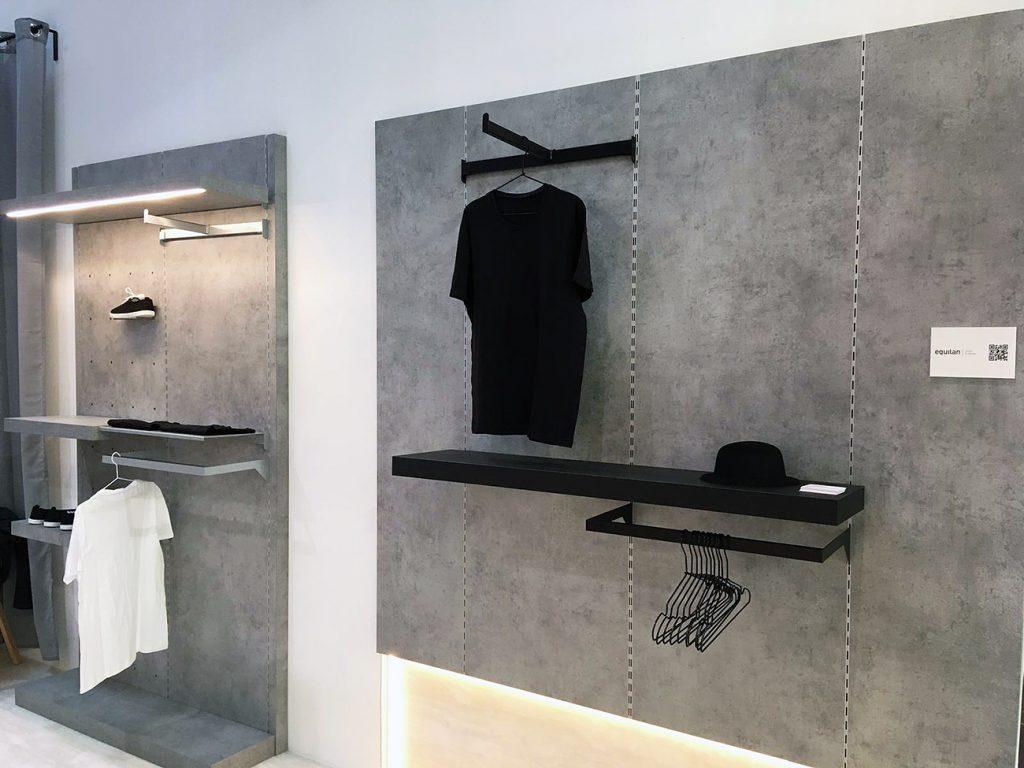 Sistema de cremalleras en pared para estanterías y percheros